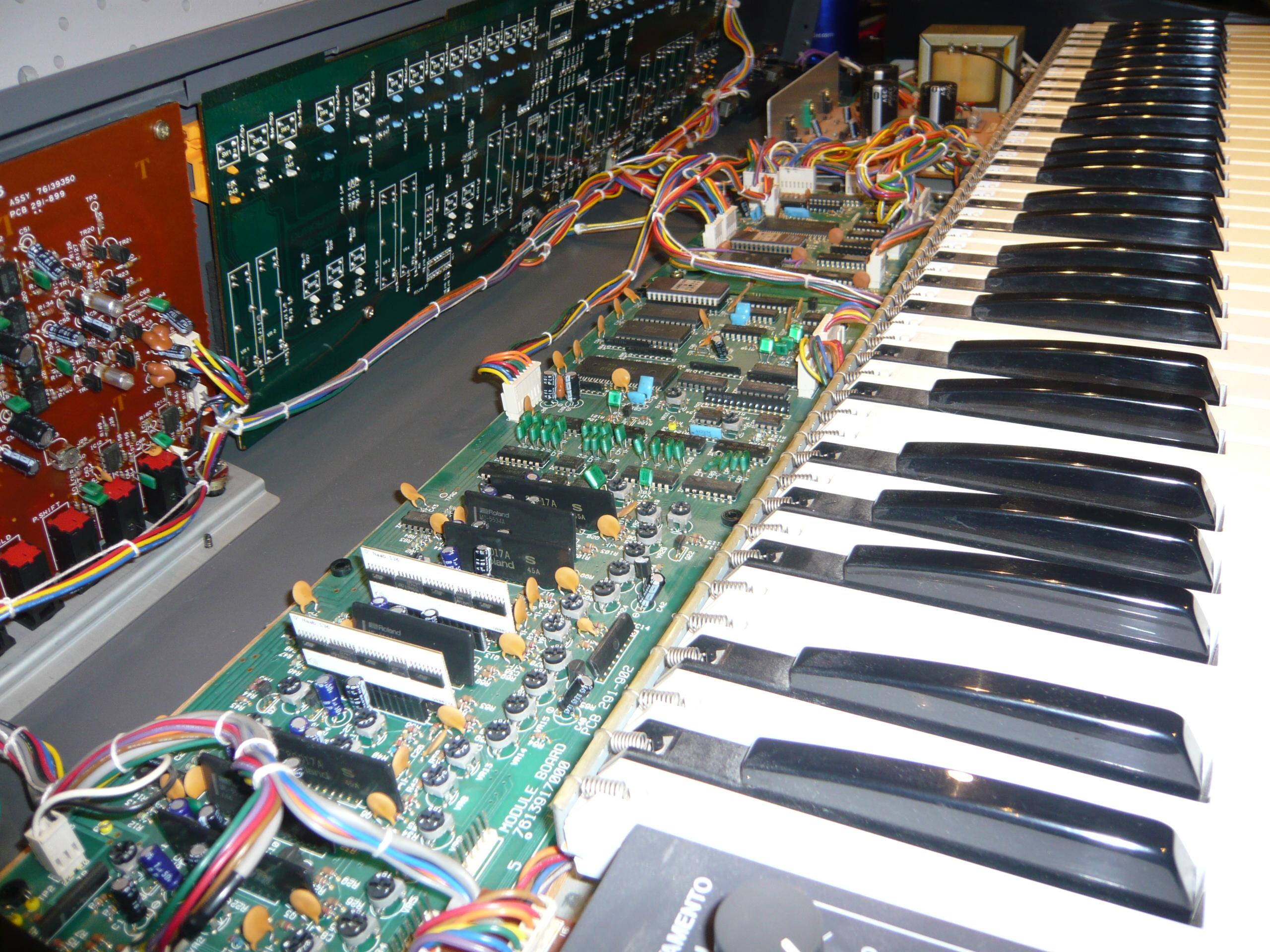 Roland Juno-106 | Obsoletetechnology